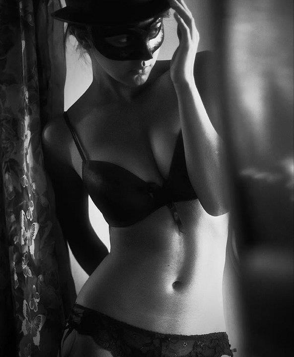 Маскарад/Женщины в масках. Маски. мир в чёрном цвете. маскарад. девушки.